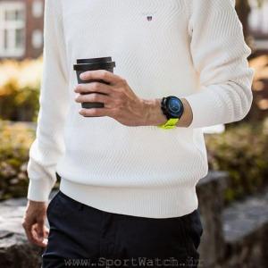 ss050144000 suunto-9 lime product on wrist